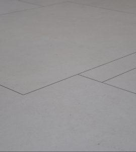 Le calepinage du sol de l'entrée d'un appartement situé dans le triangle d'or...