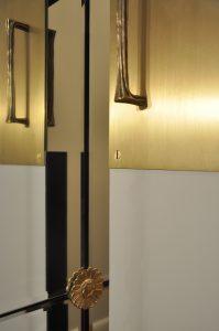 Les portes d'accès vers un couloir de l'appartement: De la joaillerie?